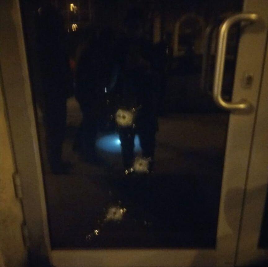 Оскільки вночі в консульстві нікого не було, постраждалих немає