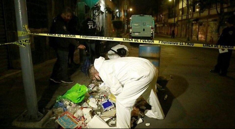 Полиция обыскала мусорные баки.