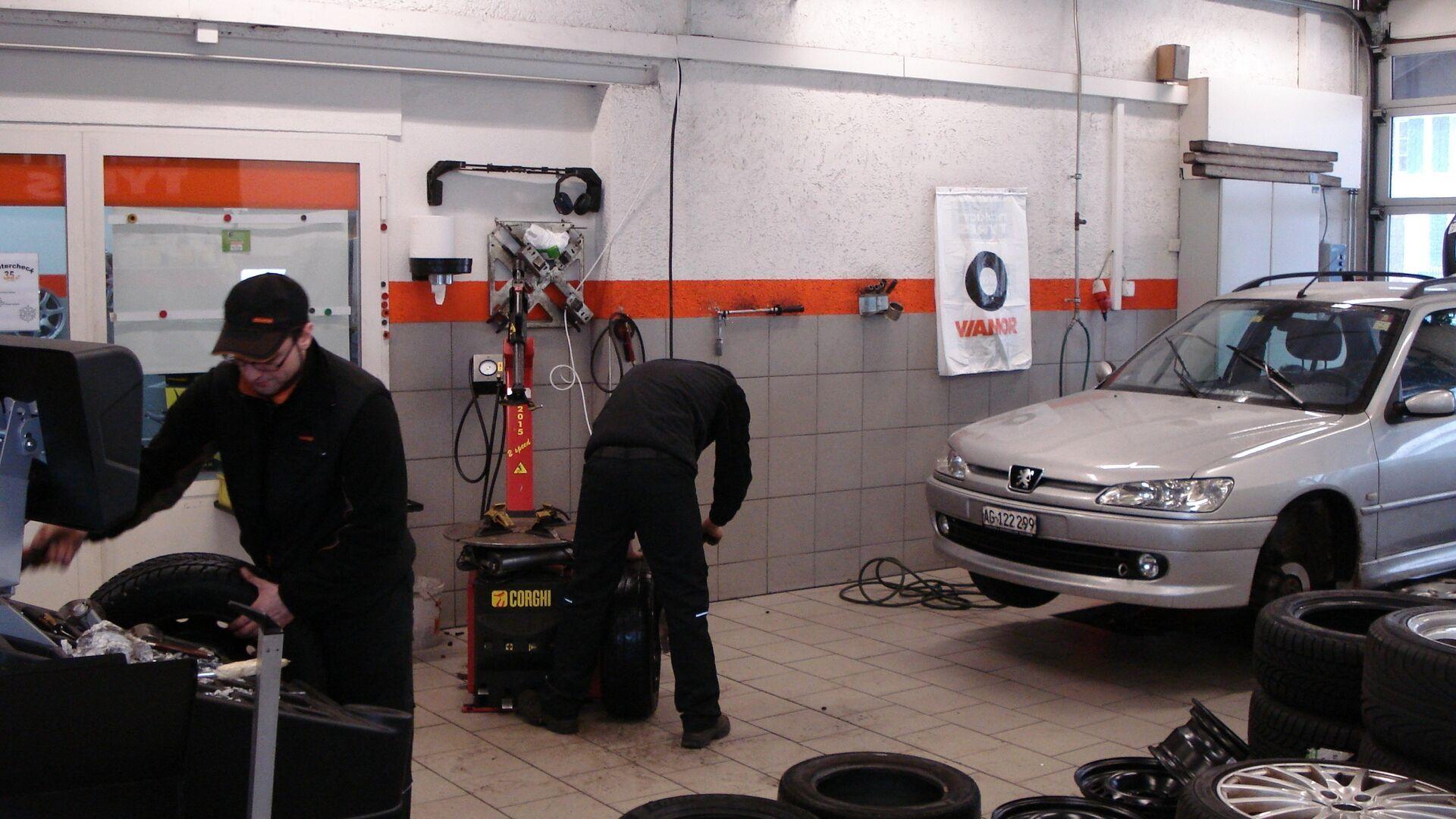 Расширенная гарантия от Nokian Tyres предполагает бесплатный ремонт или замену повреждённой шины в течении года с дня покупки шин в шинном центре Vianor