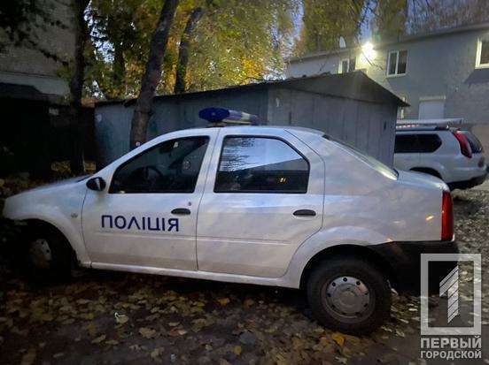 Полицейская машина на месте убийства