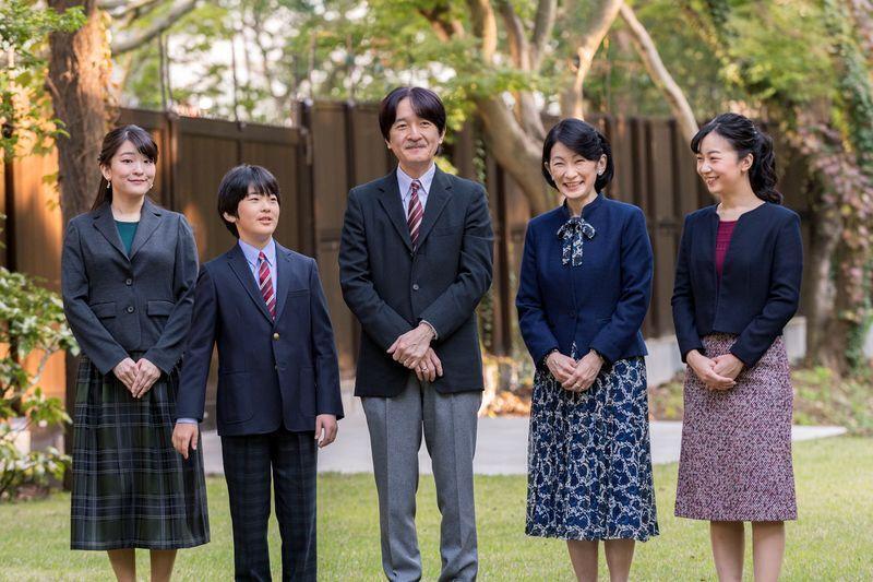 Принц Акісіно з сім'єю