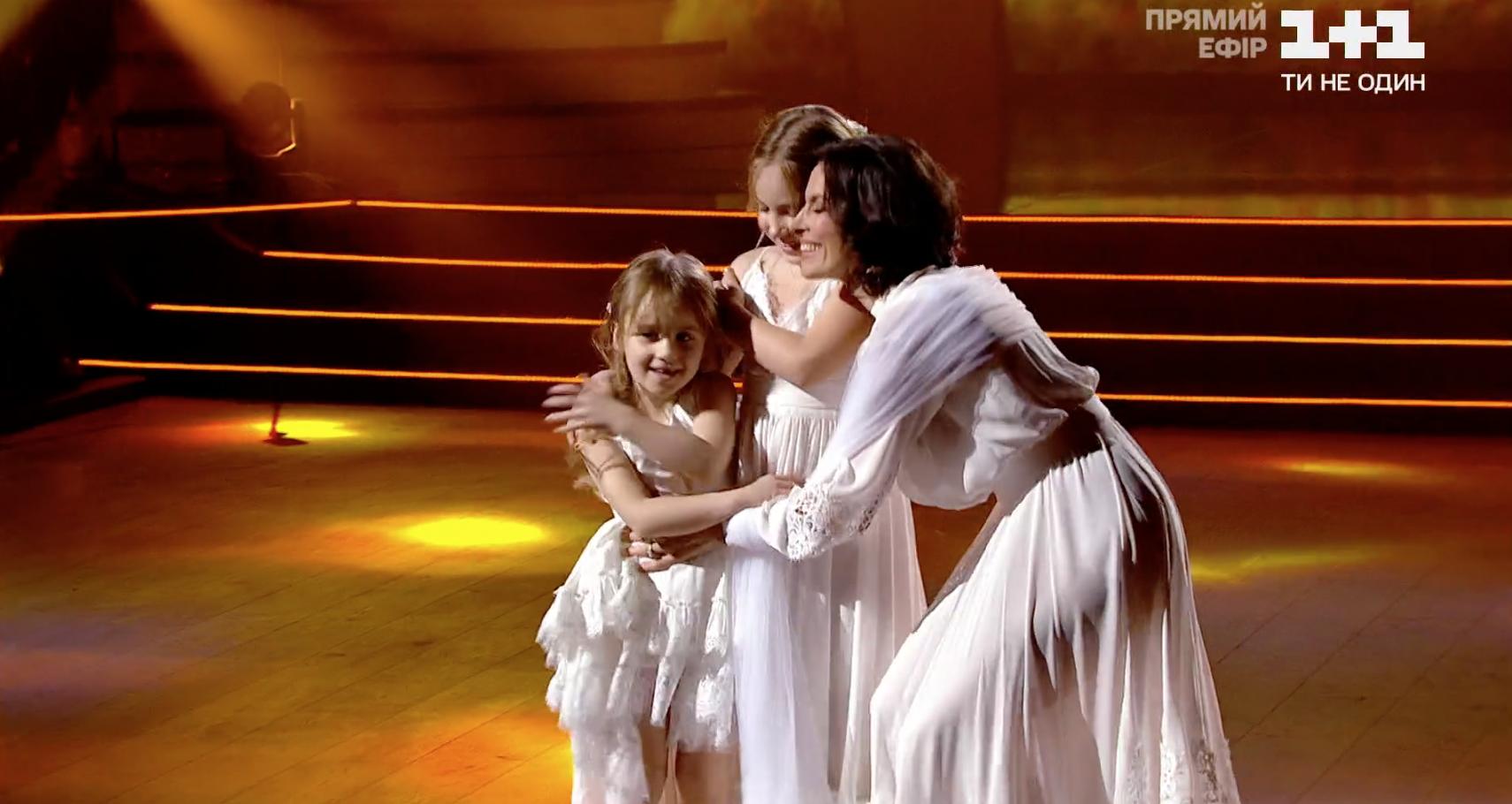 Надежда Мейхер с дочками Анной и Марией.