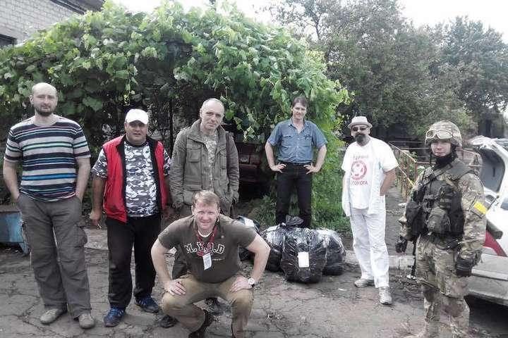 Виталий Маркив с группой журналистов и волонтеров на Карачуне