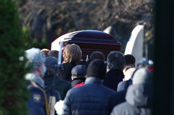 Гроб с телом Жванецкого