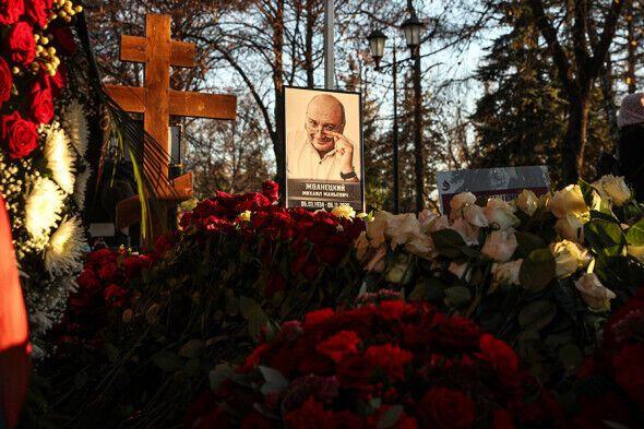 Могила Жванецкого на Новодевичьем кладбище