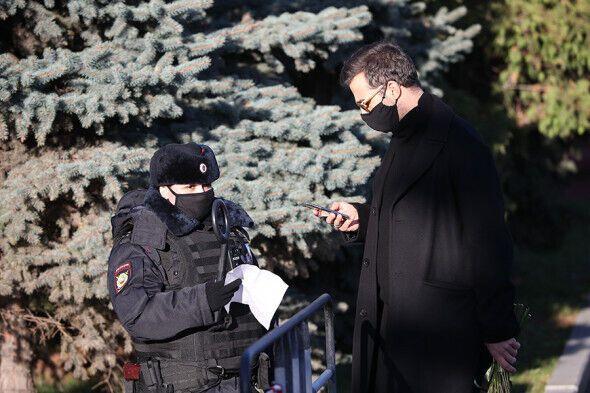 Иван Ургант пришел проститься с Жванецким.