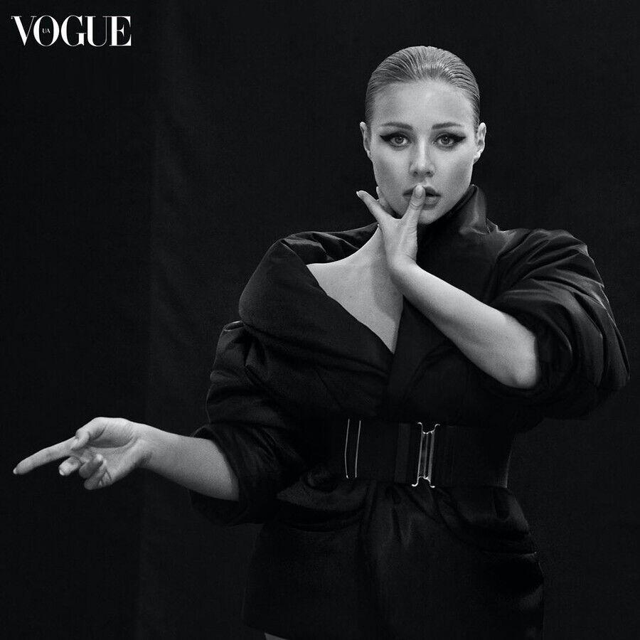 Тина Кароль в пикантной фотосессии для Vogue