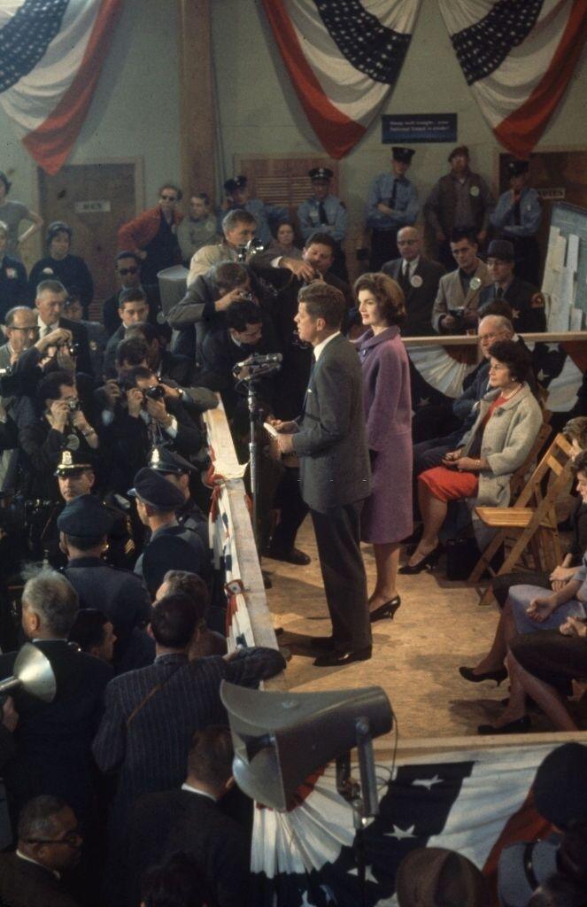 Кеннеди победил на выборах 8 ноября 1960 года