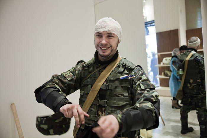 Во время Революции Достоинства Маркив был ранен