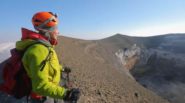 Юлия Коваль поднялась на действующий вулкан в Африке