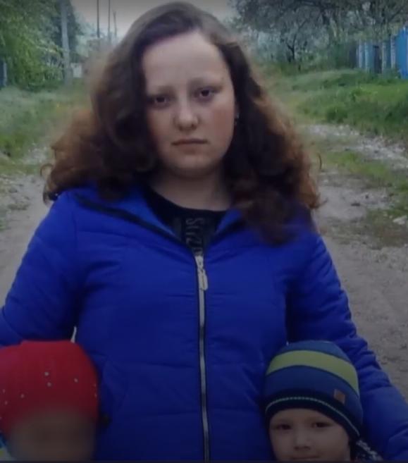 25-річна Альона Дацюк із дітьми