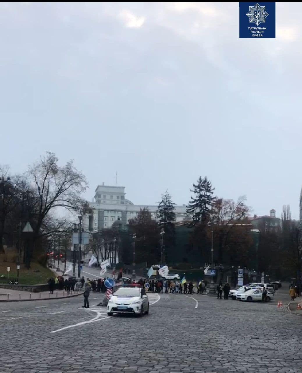 Митингующие перекрыли Грушевского