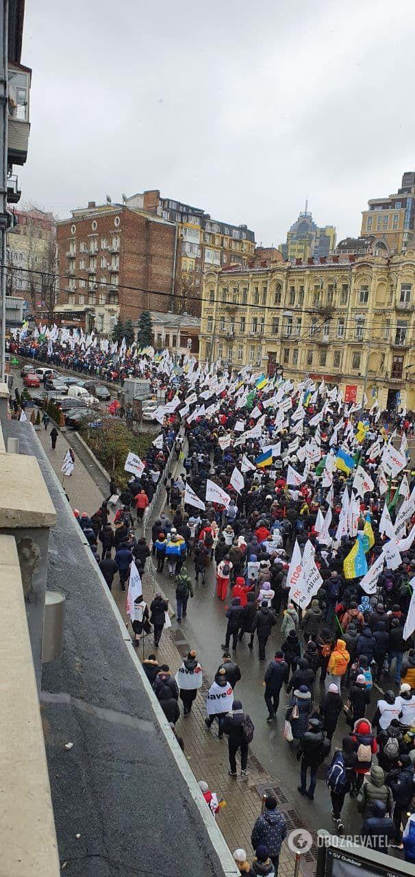 Митингующие возвращаются в правительственный квартал