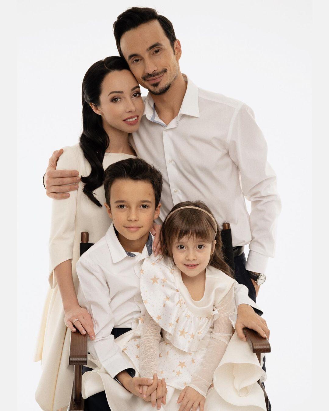 Екатерина Кухар с семьей.