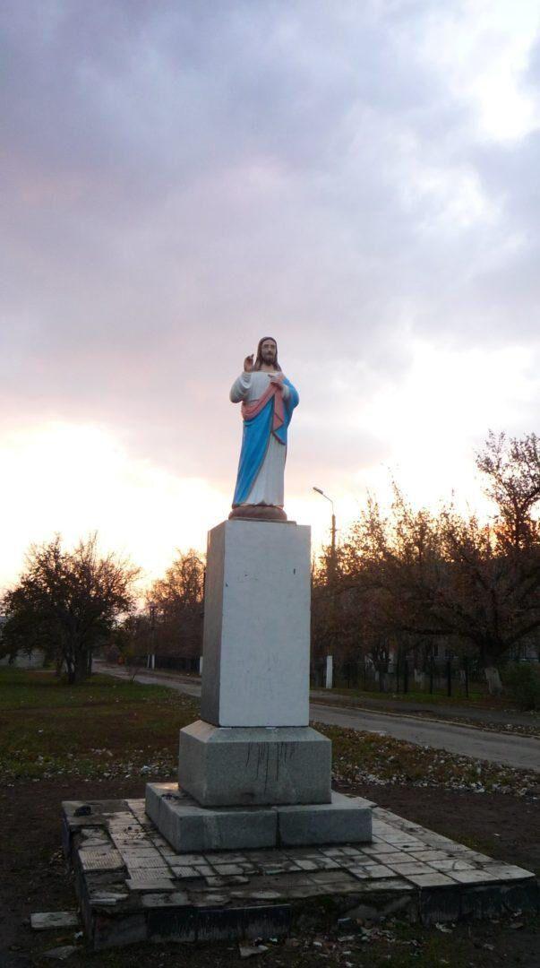 У селі Осипенко декомунізували пам'ятник Леніну.