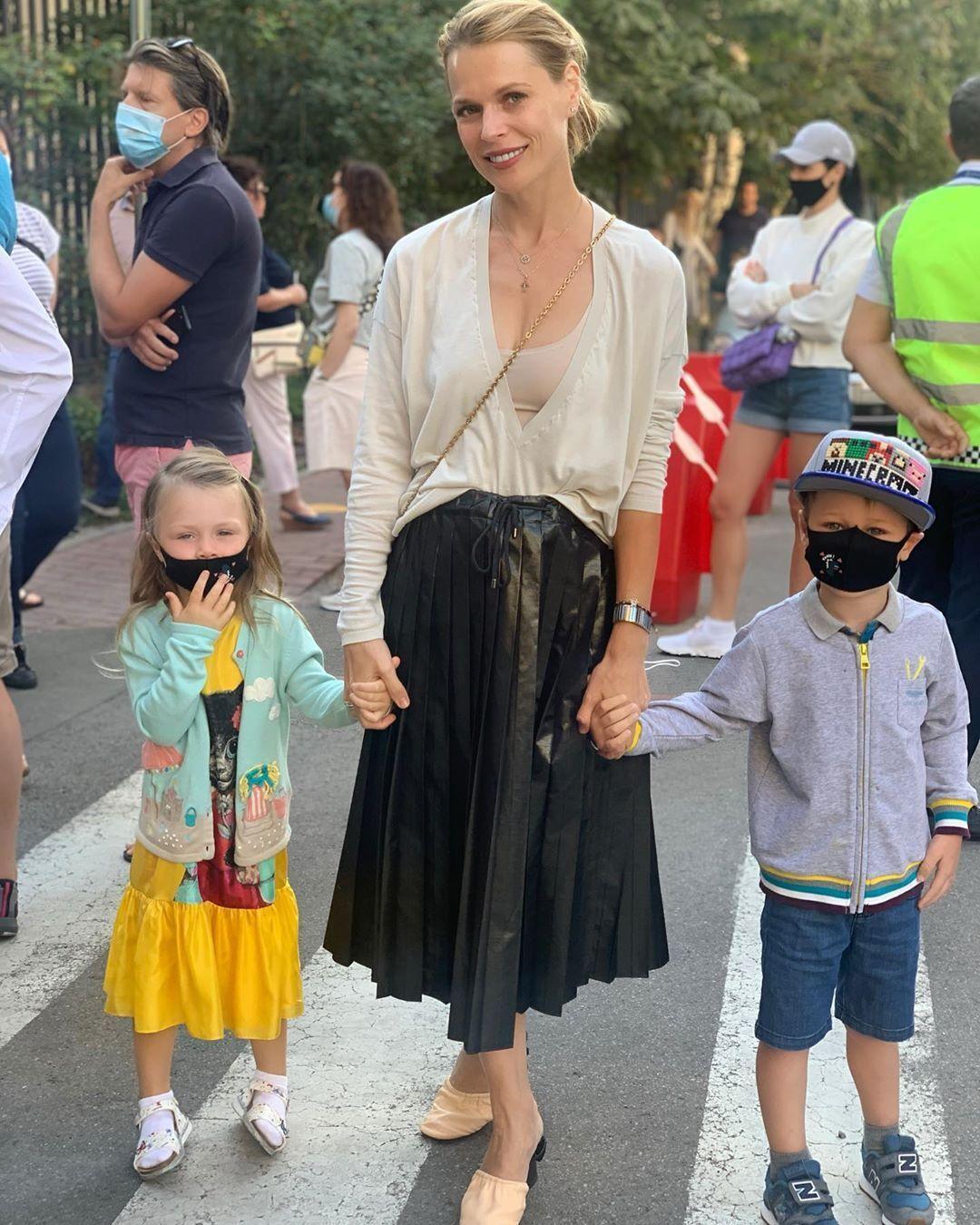 Ольга Фреймут с сыном Валерией и младшей дочерью Евдокией.