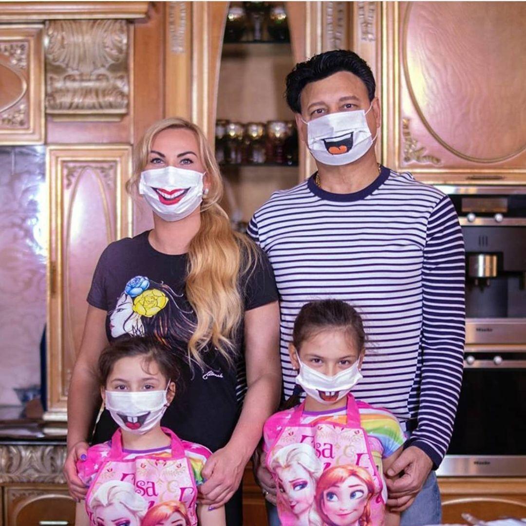 Камалия с семьей