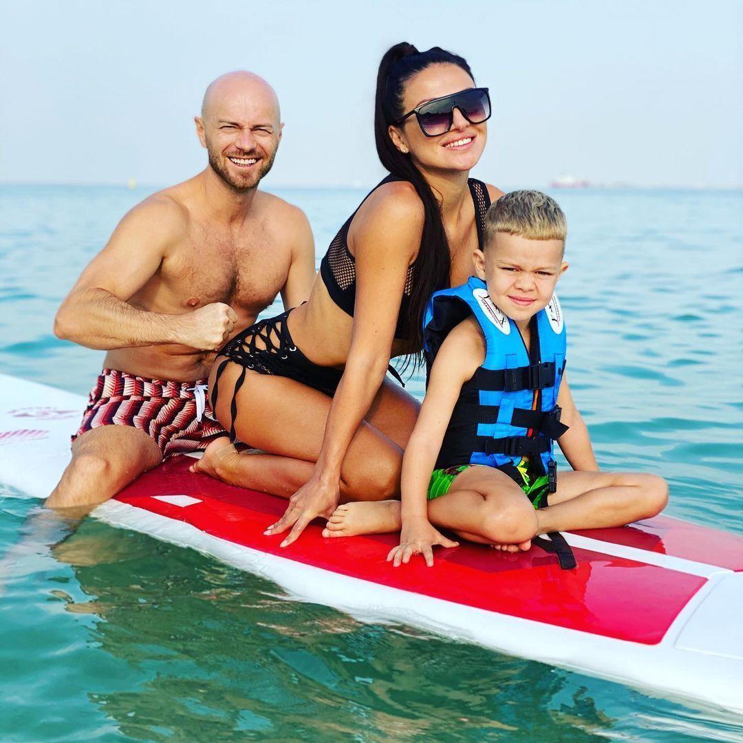 Влад Яма с сыном и женой