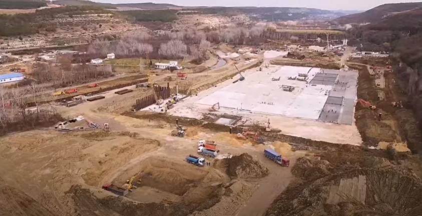 Будівництво нового гідровузла біля річки Бельбек триває день і ніч