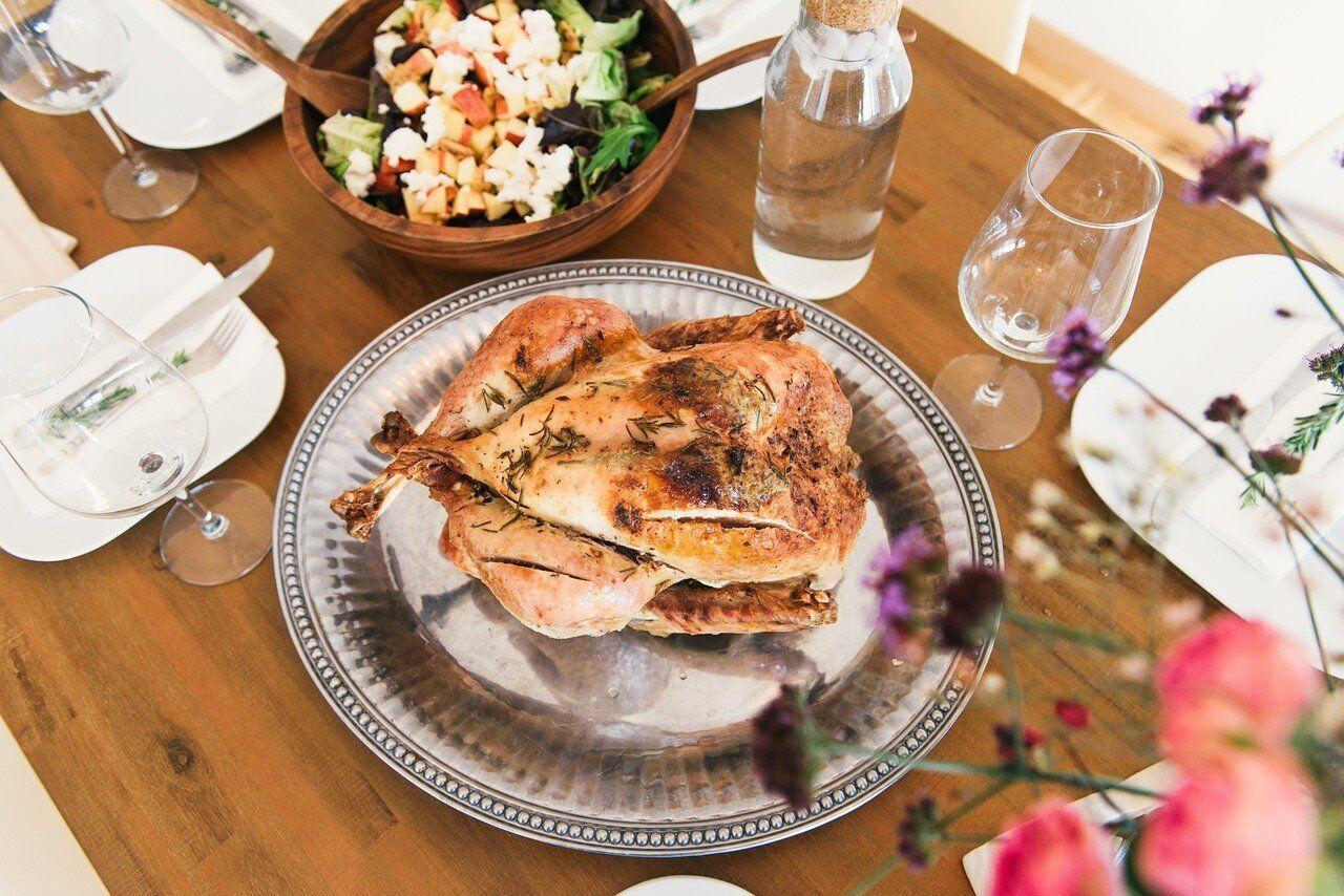 Вместо говядины к новогоднему столу можно приготовить курицу, индейку, , утку, гуся, свинину или кролика