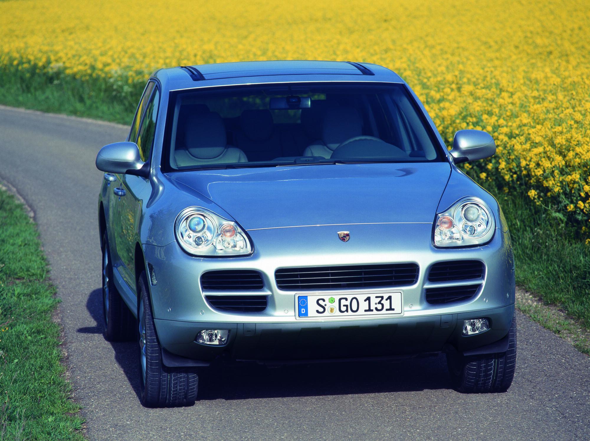 Перше покоління Cayenne дебютувало 2002 року