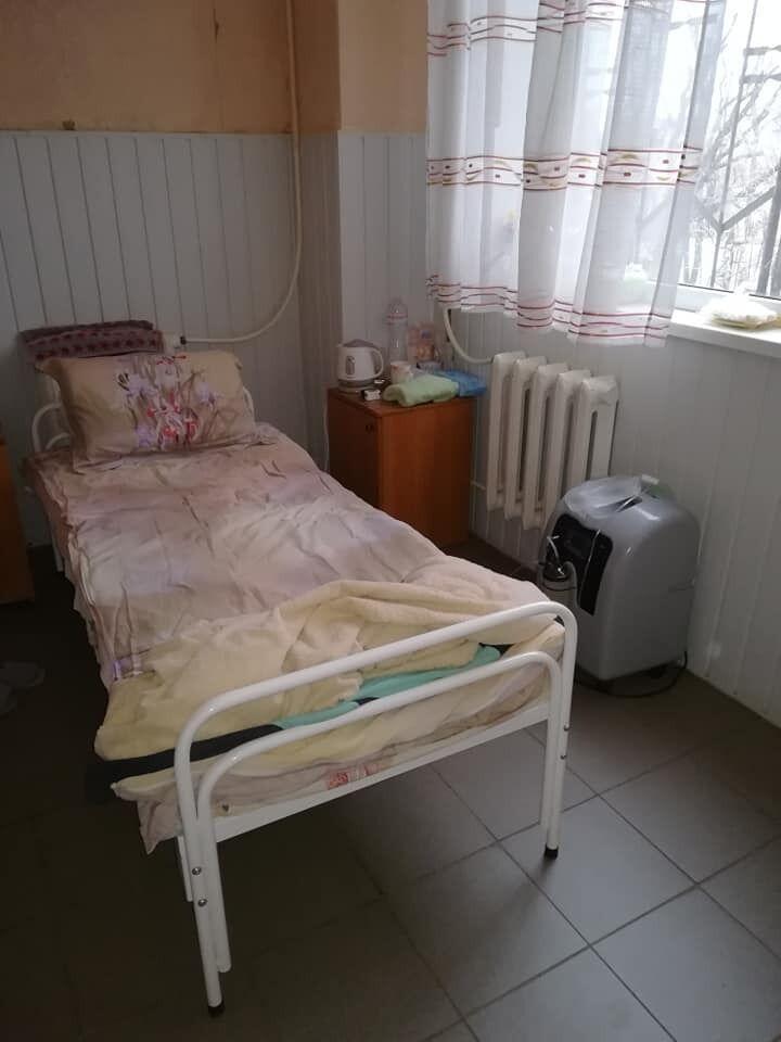 На цьому ліжку Петухова провела близько трьох тижнів