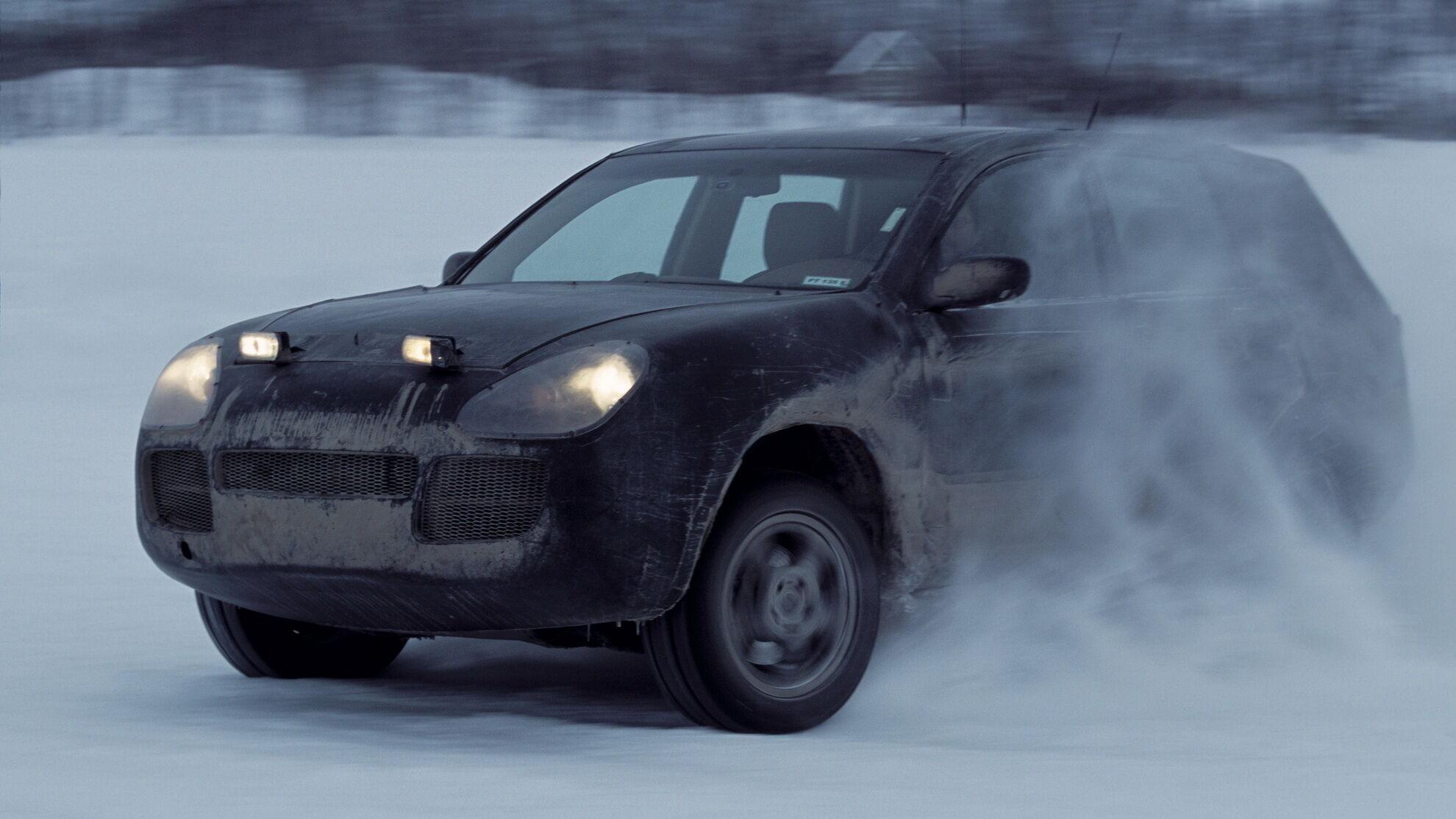 Дорожні випробування передсерійних Porsche Cayenne у Канаді