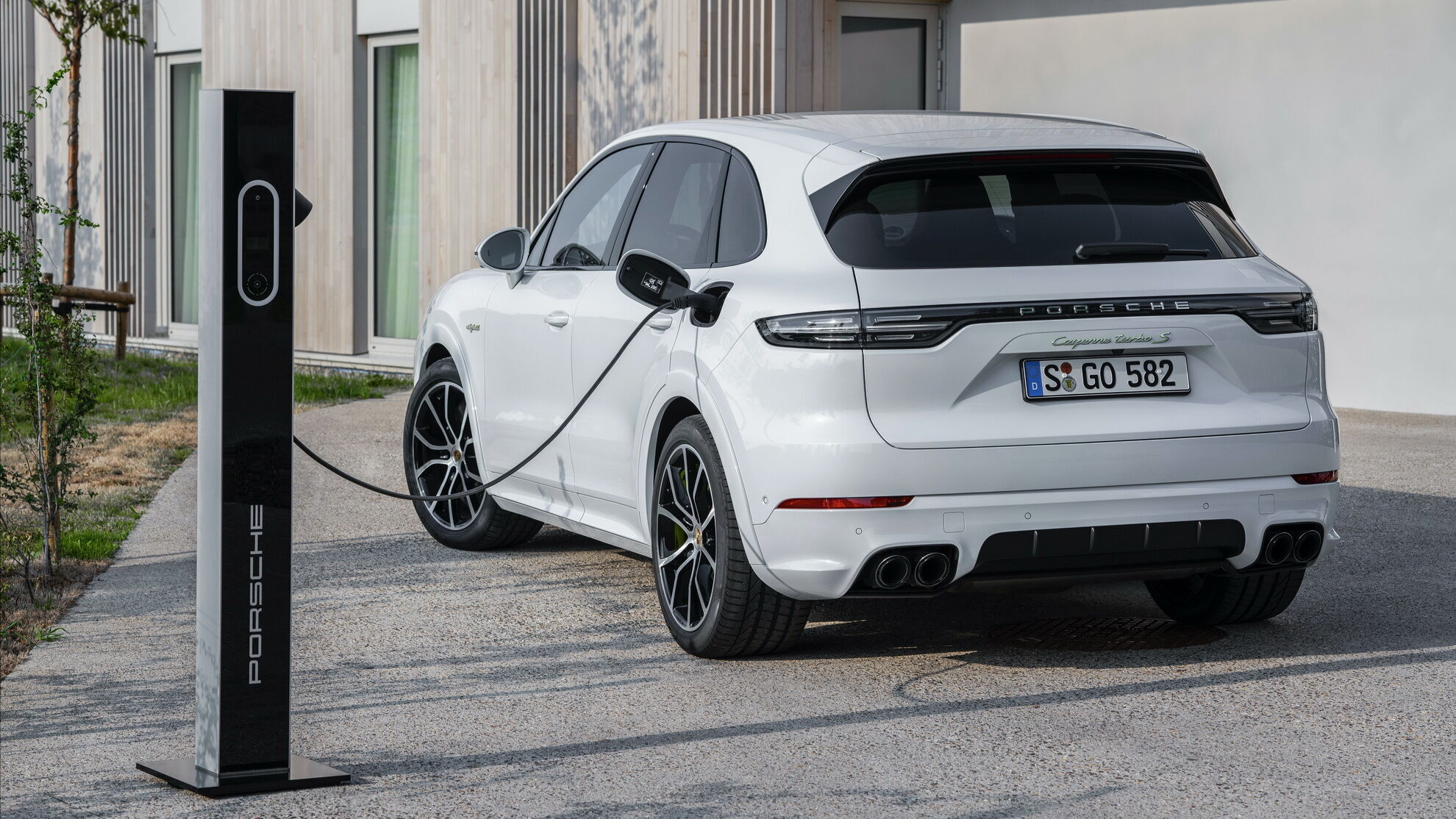 У 2019 з'явилася найпотужніша модель сімейства – PHEV-гібрид Cayenne Turbo S E-Hybrid