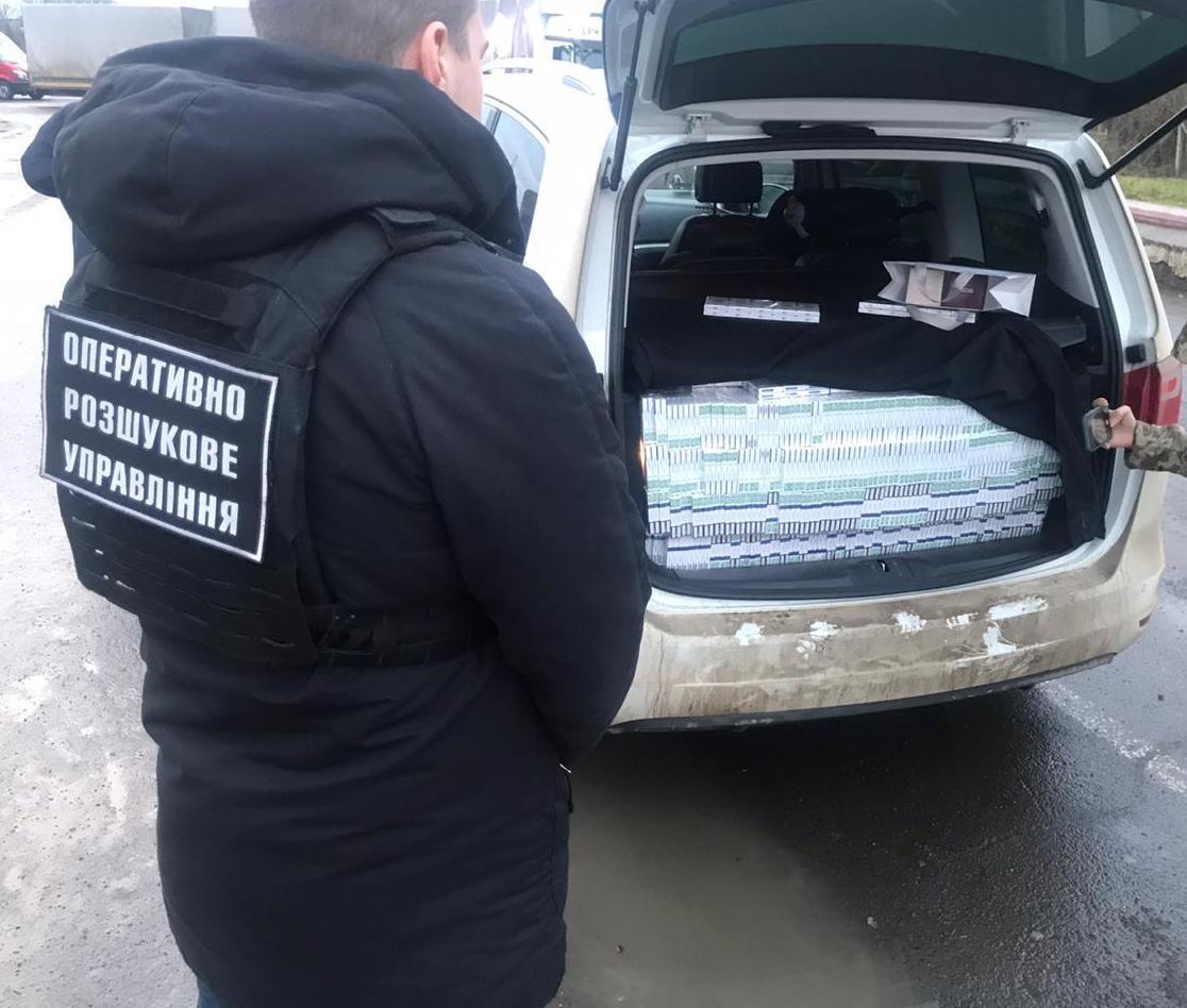 Контрабанду обнаружили в багажнике автомобиля