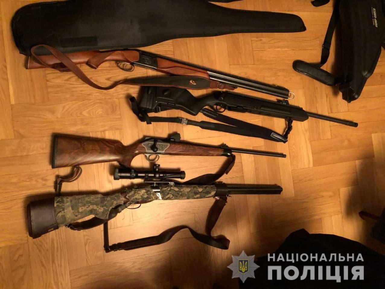 Во время обысков нашли оружие.