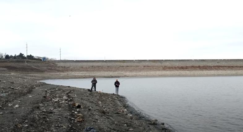 Рибалки тепер ходять по дну Сімферопольського водосховища