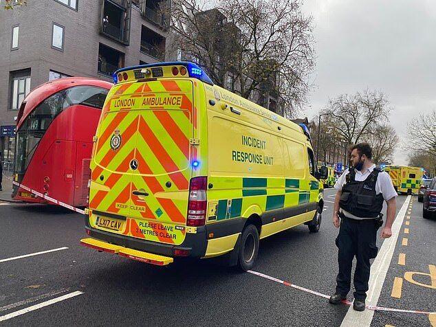 В Лондоне авто врезалось в пешеходов