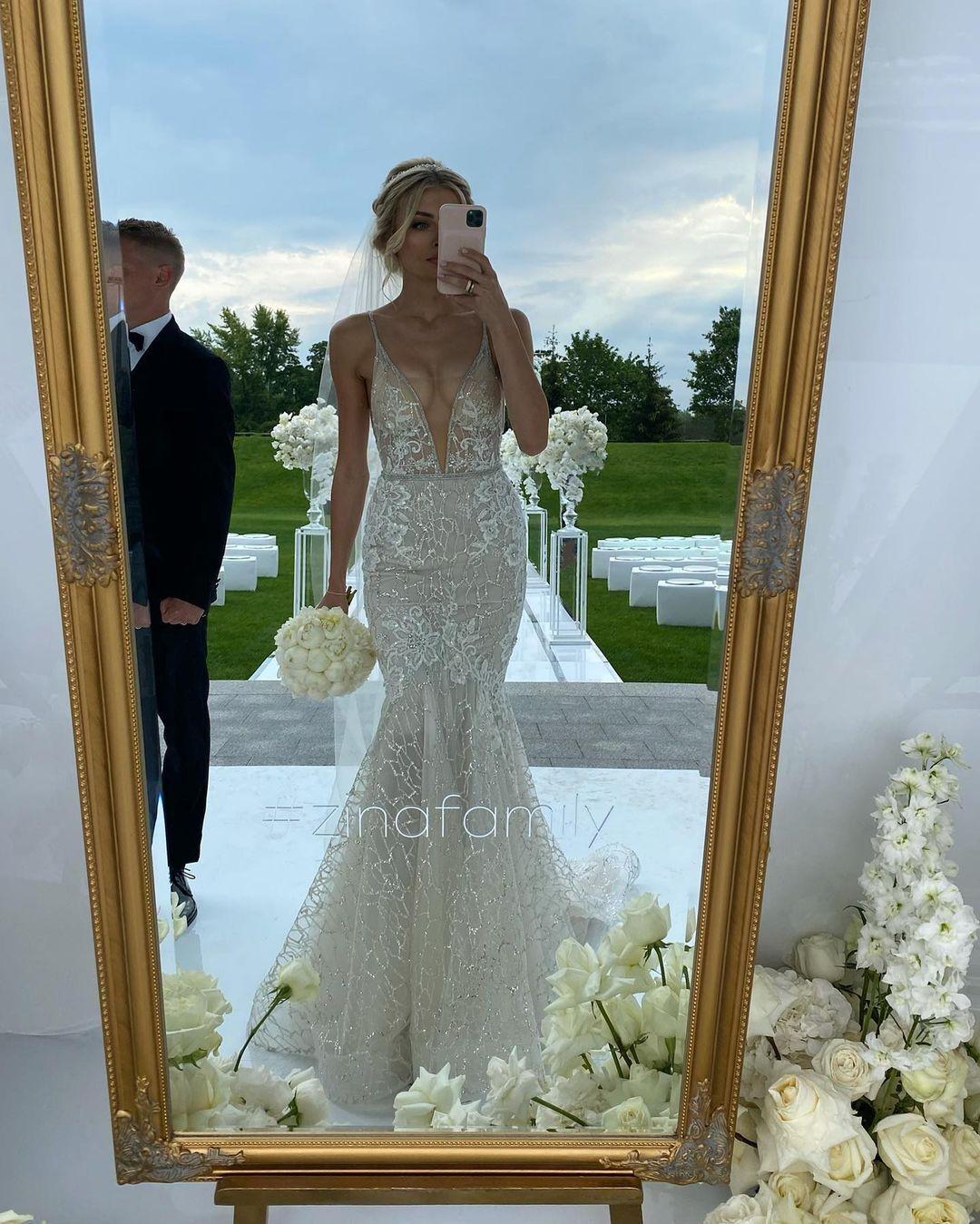 Влада у весільній сукні