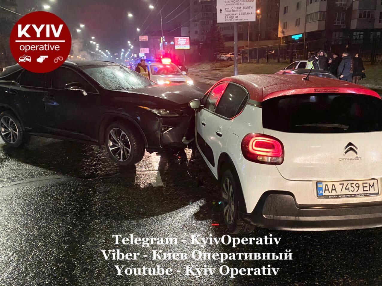 В аварії постраждали дві людини.
