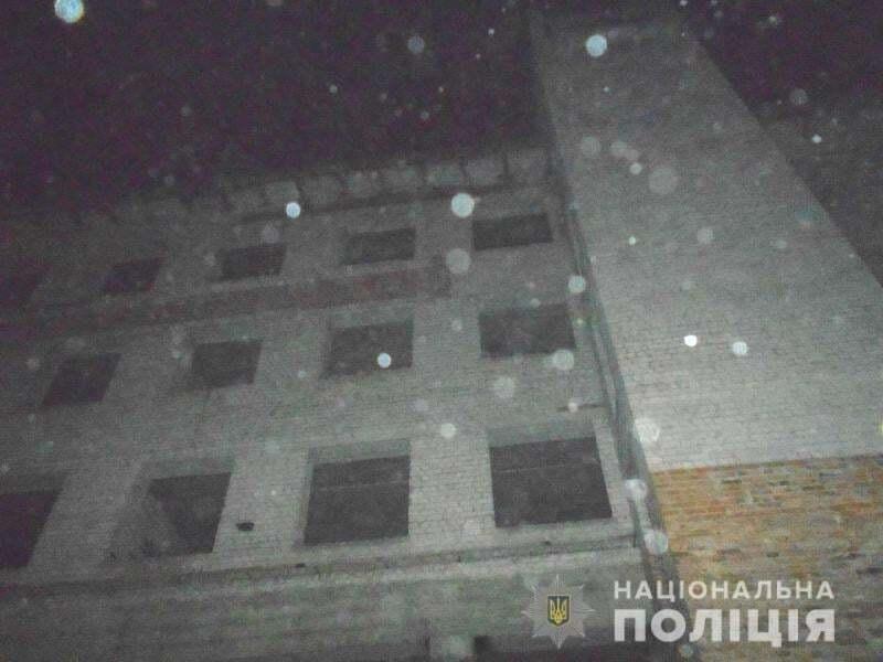 Девочка упала с крыши