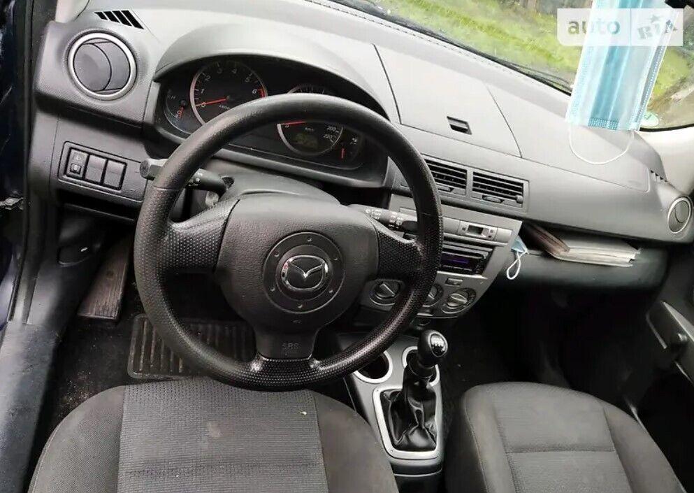 Интерьер Mazda 2 хорошо сохранился и выглядит выносливым