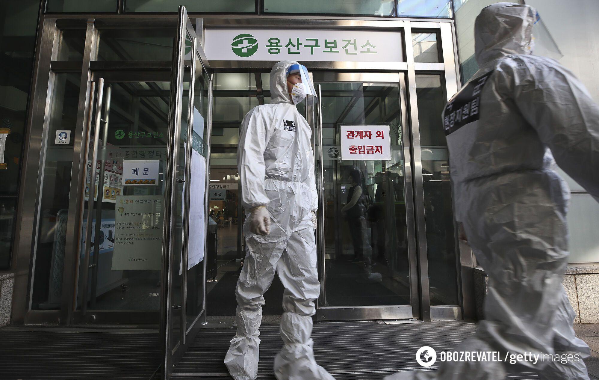 Епідемія коронавірусу триває у світі з кінця 2019 року.