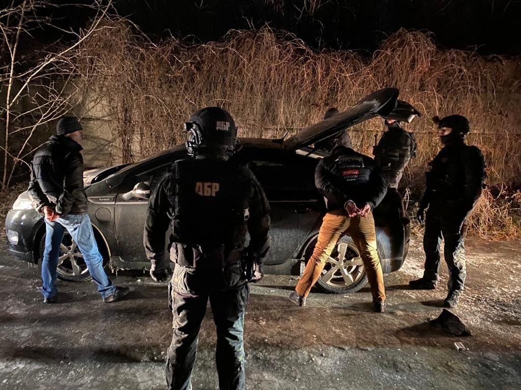 Трех полицейских задержали за вымогательство $3 тыс. взятки ежемесячно