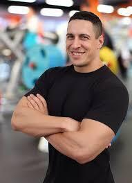 Подоба работал тренером в сети фитнесс-клубов
