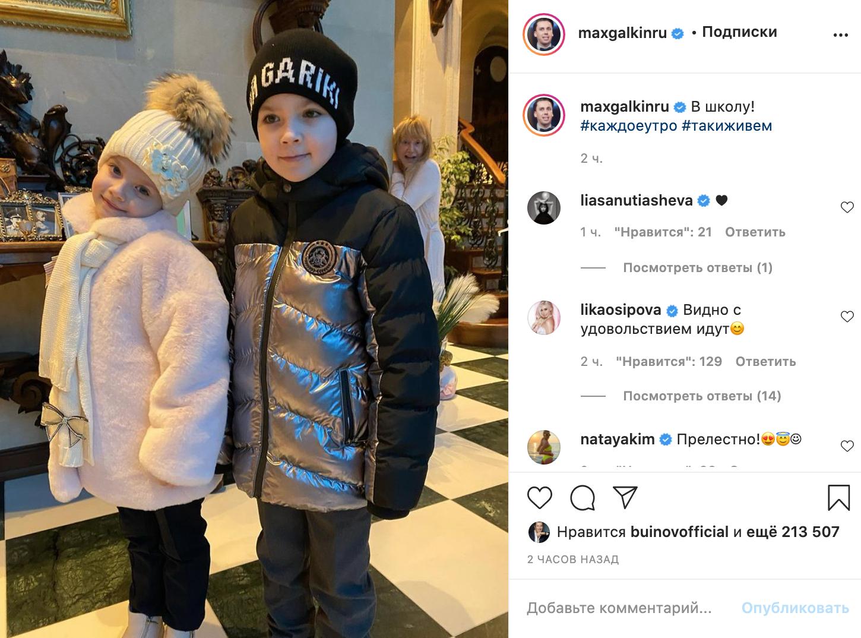 Пугачова в халаті без макіяжу випадково потрапила на фото.