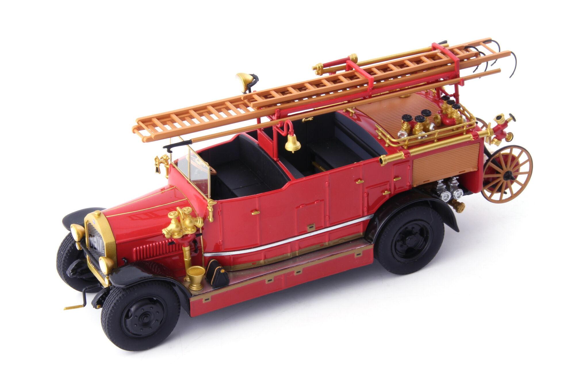 Копия пожарного автомобиля Benz 2 CSN 1925 года изготовлена в масштабе 1/43 компанией Autocult