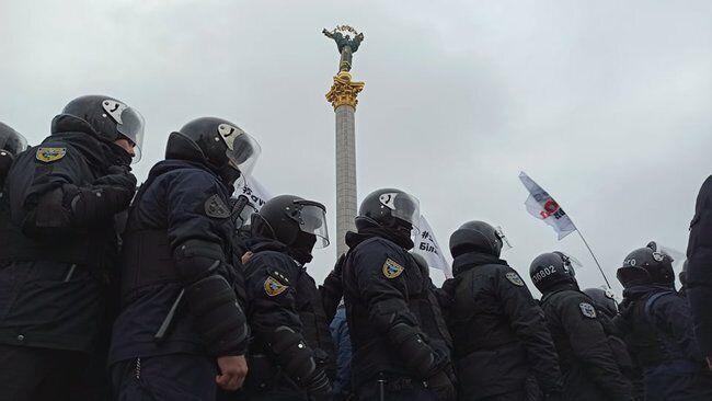 На Майдане произошли столкновения: в ход пошли дымовые шашки и газ