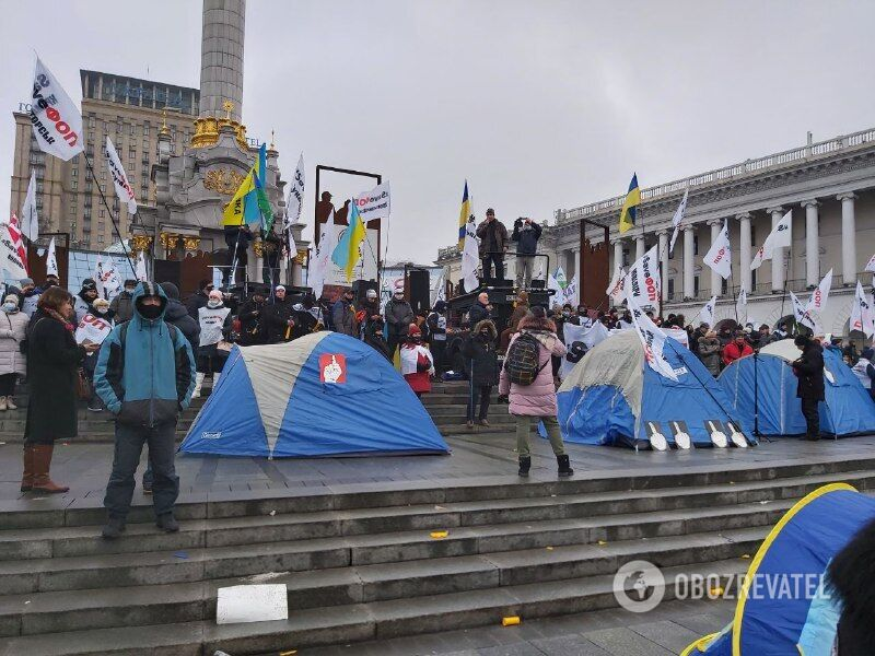 Протестующие установили палатки на Майдане