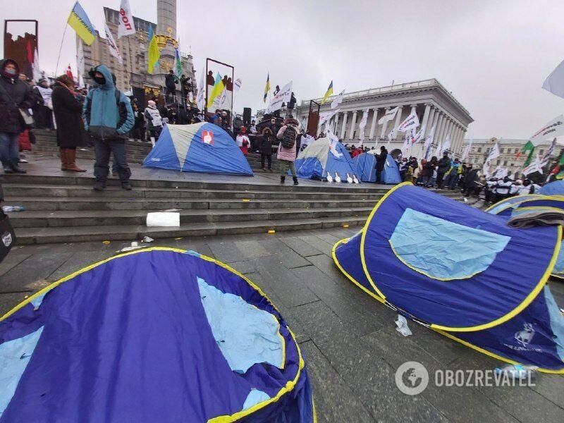 Митингующие сказали, что останутся на ночь на Майдане