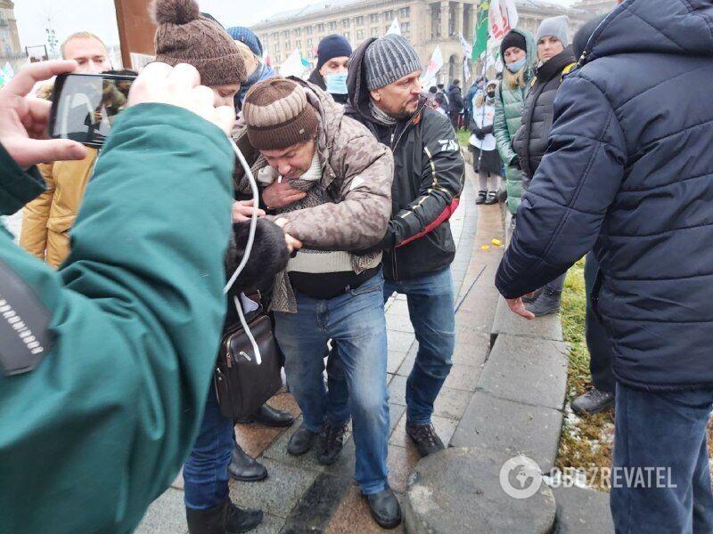 На Майдане в ходе столкновений с полицией пострадали люди