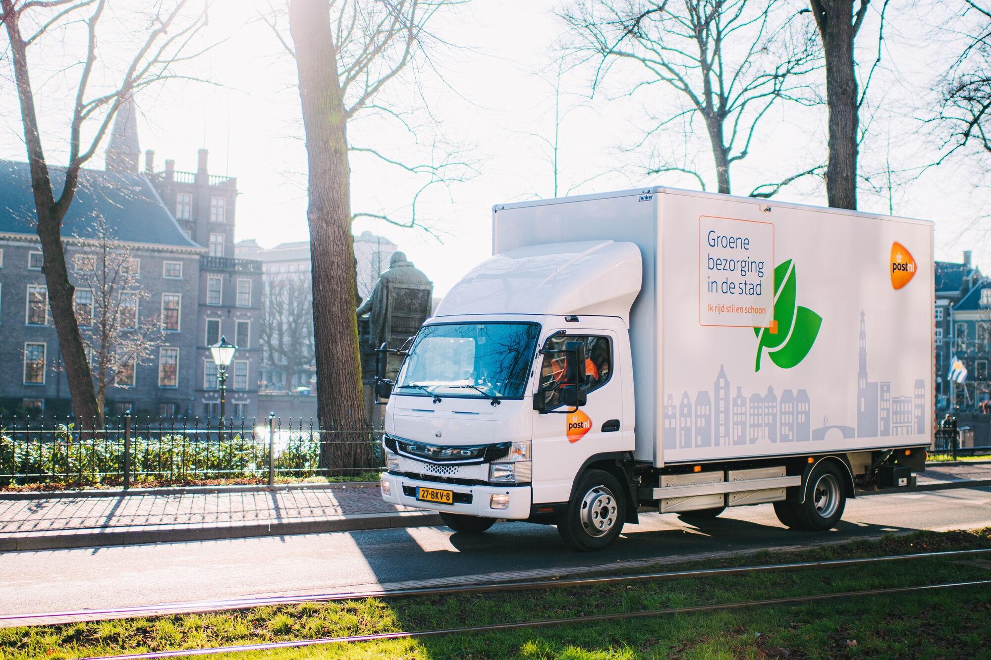Електричні Fuso eCanter вантажопідйомністю 3,5 т використовуються в Європі для доставки товарів по місту