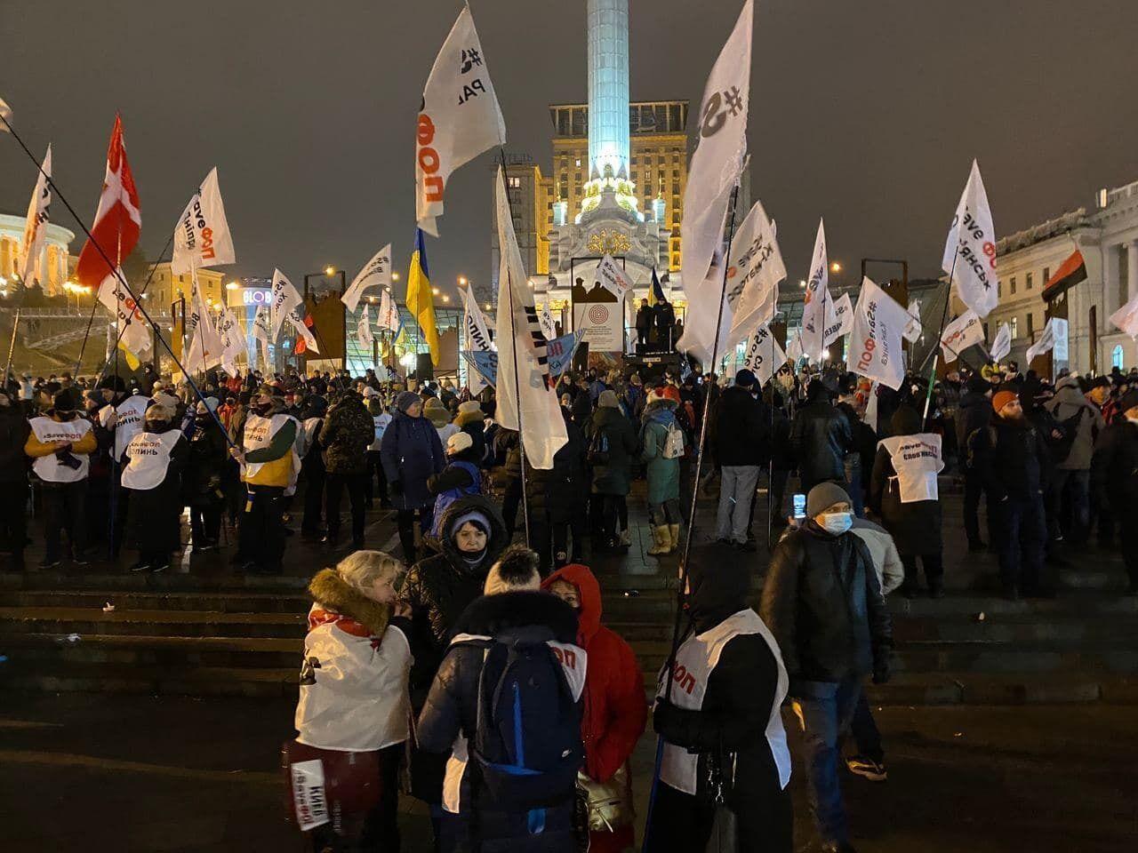Протестующие остались на Майдане.