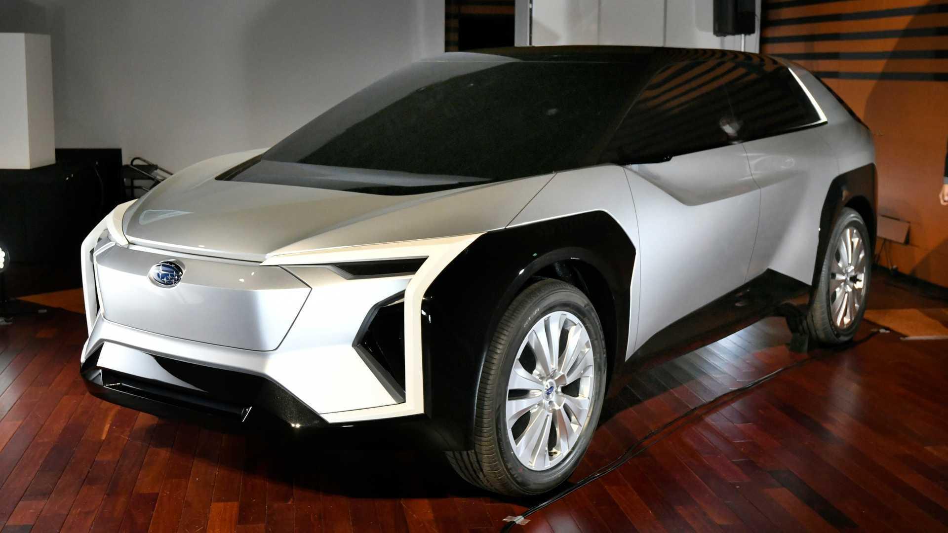 У січні поточного року компанія Subaru представила екстравагантний концепткар Evoltis на електротязі
