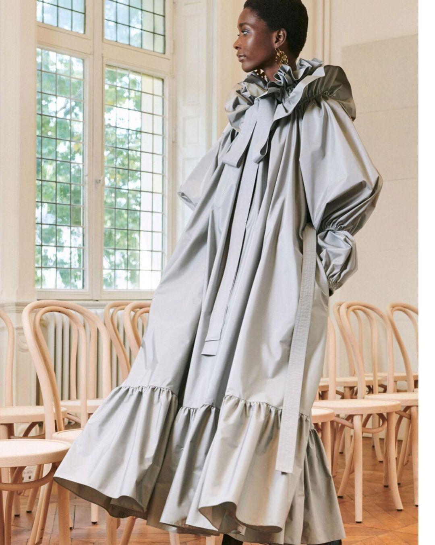 Стильное платье в цвете Ultimate Gray