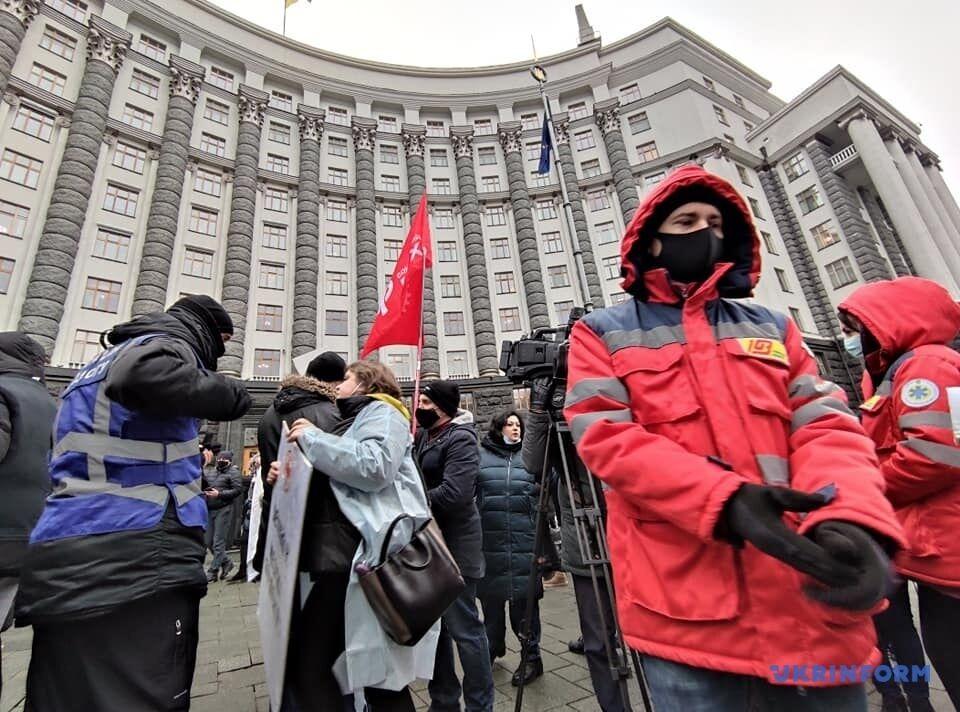 Украинские медики требуют увеличения зарплат